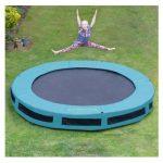 trampolin til sjov med venner og familie.